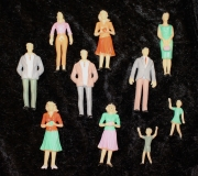 Spur G, 10 stehende Figuren