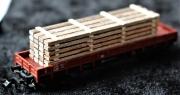N / TT Bretterstapel, dunkles Holz